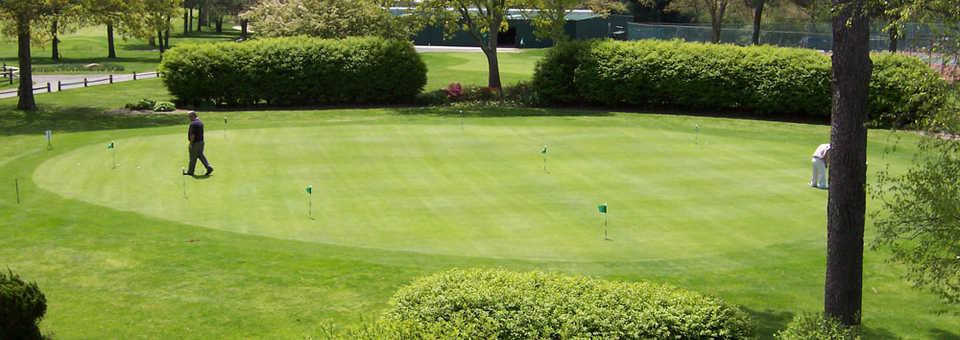Pine Hills CC: Putting green