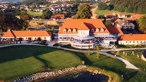 Deutenhof GC: clubhouse & putting green