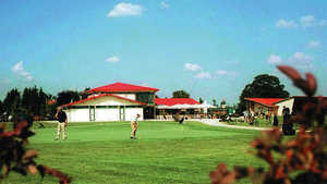 Muenchen-Brunnthal GR: clubhouse & putting green