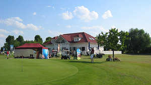 Berlin Pankow Golf Resort: Clubhouse & putting green