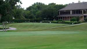 Diamond Oaks CC: clubhouse & putting green