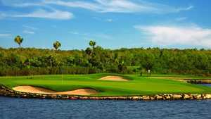 Moon Spa & GC - Lakes: signature hole