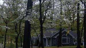 Doe Valley GC: guard house