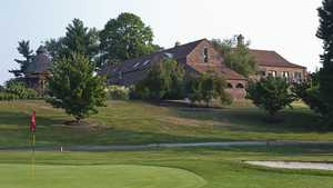 Center Square GC: Clubhouse