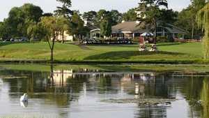 Swan Lake GC: Clubhouse