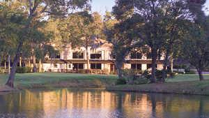 River Plantation CC: Clubhouse