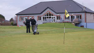 Kilrush GC: Clubhouse & #18