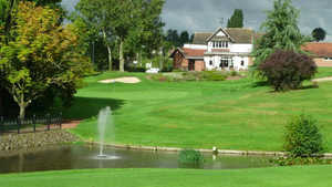 Burton on Trent GC: #18 & clubhouse
