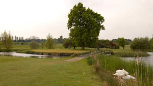 Woolston Manor GCC: Island green