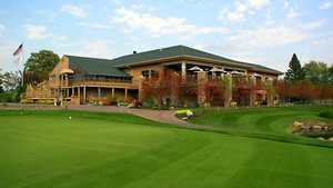 Olympic Hills GC: Practice area & clubhouse