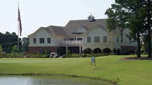 The Links at Cadron Valley GCC: Practice area & clubhouse