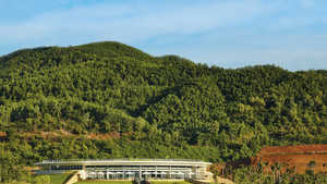 Ba Na Hills GC: #18 & clubhouse