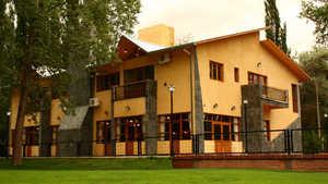 Golf Risco Plateado & R: clubhouse & hotel