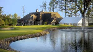 Eagle Landing GC: Practice green and Clubhouse