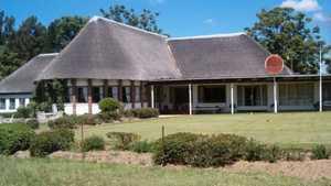 Gweru GC: clubhouse & putting green