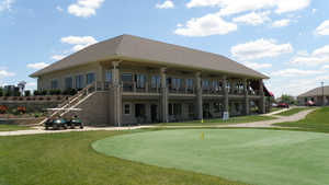 Little Bear GC: clubhouse & putting green