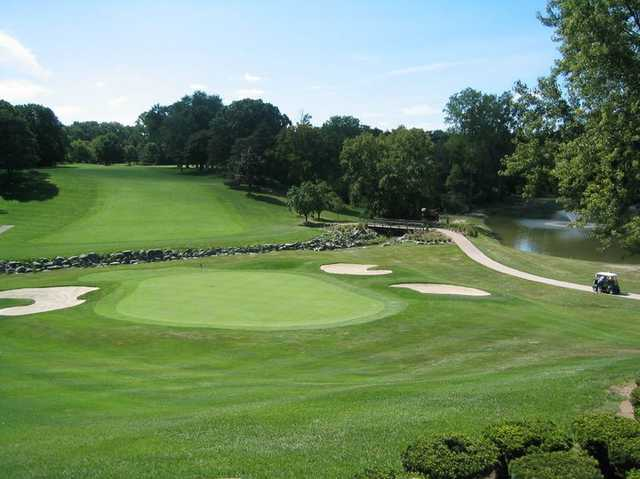 Plum hollow country club in southfield michigan usa for Narrow golf cart