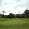 A green surrounded by bunkers at Manizales Golf Course
