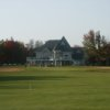A view of a green and the clubhouse at Club de Golf Le Marthelinois