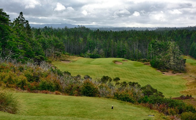 Caution: don't miss the 14th green at Bandon Trails to the right...or the left...or long... (Sean Ogle/BreakingEighty.com)