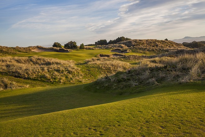 Here's the view of Pacific Dunes #5 from the 181-yard back tee... (Wood Sabold)