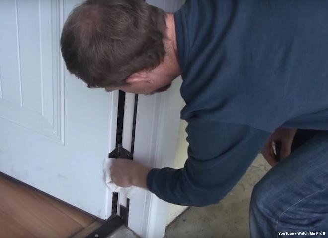 161129-door-hinge