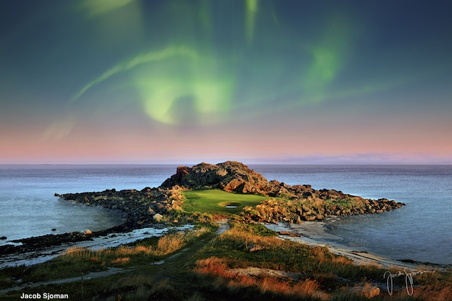 There's scenic golf, and then there's Lofoten. (Jacob Sjoman)
