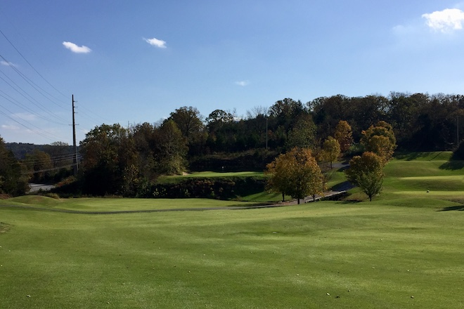 The ninth hole at Thousand Hills has a unique greensite, perched between rock faces.