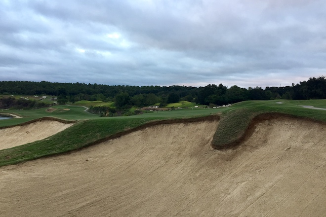 This bunker's flashed face and irregular top edge are classic indicators of Strantz's influence at Black Diamond Ranch.