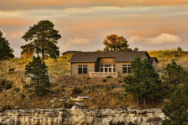 The Prairie Club Cabins sit at the edge of a river gorge (BD Construction)